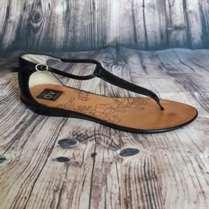 Black solve vita sandals size 7.5